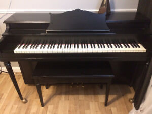Piano Gherard de moins de 10 ans en excellent état