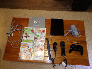 WII Console with extras  *FIRM*