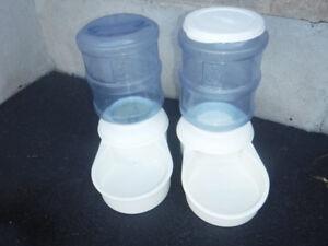 abreuvoir d'eau et distributeur de nourriture pour animal