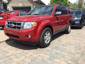 2011 Ford Escape V6 fully loaded 4 x 4 in very good condition