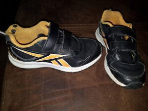Boys sneaker (size 2)