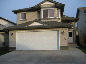 3 Bedroom Bi-Level with attached garage in Silverberry