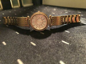 Beautiful rose gold Guess watch in bran new condition.