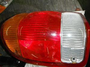 lumière arrière tail lamp  b3000