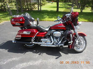 CVO ULTRA CLASSIC RUBY RED/TYPHOON MAROON