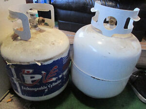 LIKE NEW BBQ ALL BURNERS WORKING MINT CONDITION ONLY USED ONCE