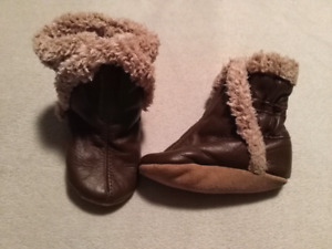 LIKE NEW ROBEEZ LEATHER BOOTIES!! 0-6 MTH