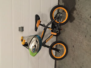 "Kids starter bike 10"" wheels comes with helmet"