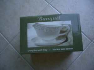 Ceramic Gravy Boat with Tray - A Signature Piece & Brand New