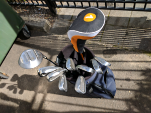 Golf set, 9 irons, wood 1 and a driver