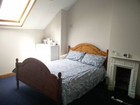 Large double bedroom with en suite and study/walk in wardrobe on your own private floor in Downend