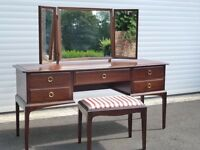 Stay minstrel dressing table with triple mirror and stool