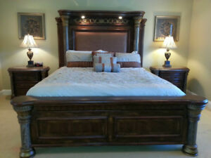 King Bedroom Set - Solid wood in excellent