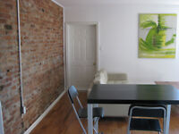 PRIME QUEEN WEST 1 bedroom available Sept 1
