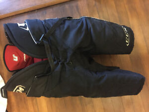 Plastron de hockey ccm U+ large et culotte large