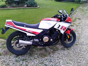 85 Yamaha FZ 750