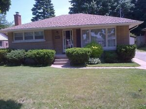 137 Woodhaven Rd. Kit OPEN HOUSE 1-130pm(SAT ONLY)