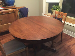 solid oak table with 6 leaves