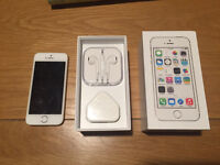 Apple iPhone 5s 16gb White/Gold locked to O2
