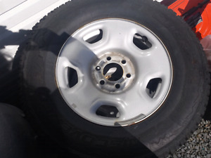 4 RIMS AND BRAND NEW WINTER TIRES 265/70R17