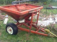 Tractor fertiliser spreader