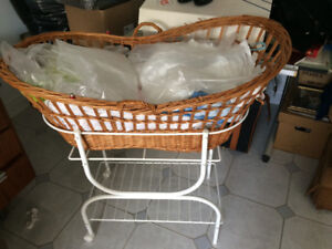 Baby wicker bassinet with stand