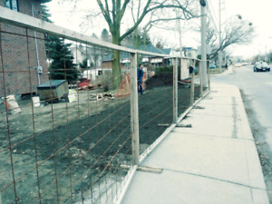Free-standing construction fencing