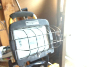 TRIPOD WORK LIGHT like new condition used for my home reno $35 London Ontario image 2