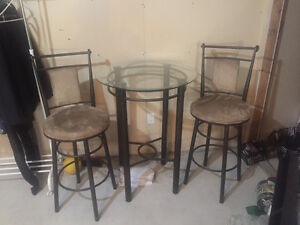 Bar Stools an Table