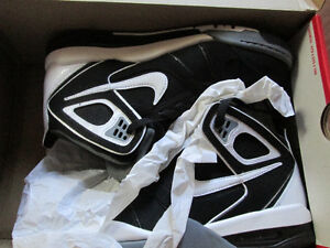 UNWORN Nike sneakers in box