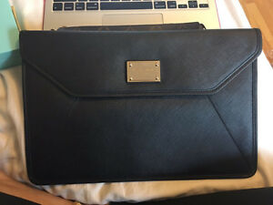 MICHAEL KORS MACBOOK AIR 11 INCH SLIM SAFFIANO SLEAVE