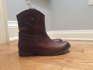 Frye Melissa Button Short Boots - Brown (fit suitable for 7.5)