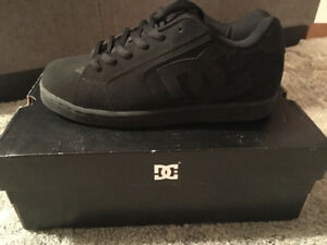 BRAND NEW IN BOX Men's Black DC Shoes Size 8