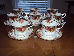 "ROYAL ALBERT  "" COUNTRY  ROSE""  TEA CUP\SAUCER"