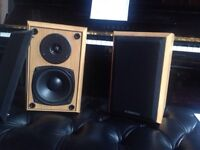 Small hifi loudspeakers used as studio monitors in pro studio