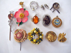 COSTUME JEWELLERY BROOCHES, EAR RINGS ,PINS, OF STONES, 12 PCS