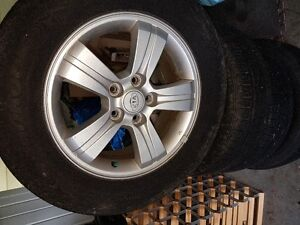 Like new, All season Hankook tires 215/65/R16