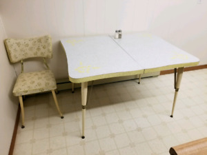 Cool retro table with chairs