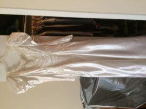 Robe de Mariée.... Grandeur 7 Ans.... Jamais été Portée