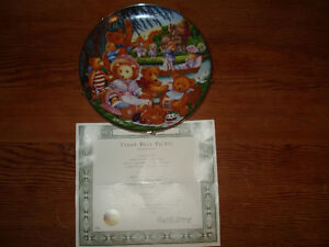 """TEDDY BEAR'S PICNIC"" COLLECTOR PLATE"