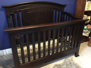 Baby crib - modern, wooden - great condition