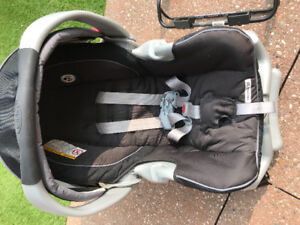 Graco Snugride 35 Classic connect & Upperbaby Vista adapter