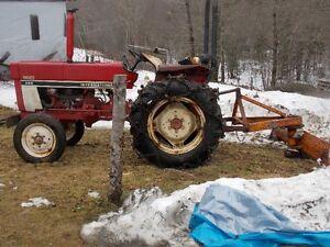International Farm tractor 284 gas