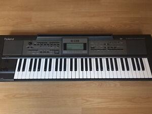 Roland E-09 interactive arrangement piano keyboard