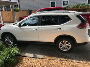 2014 Nissan Rouge SV - Family Tech Package - LOW LOW KMS!