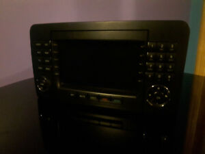 MERCEDES-BENZ            RADIO      AND FRONT GRILL********