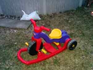 Tricycle à bascule - tricycle Fisher Price