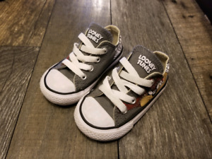 Looney Tunes Converse Size 5 (Toddler)