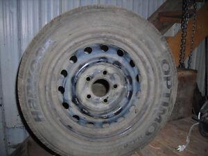 A vendre 4 pneus d'été avec roues 195-65-R-15