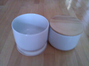 Brand new in box set of 2 large white cookie jars wooden lid London Ontario image 2